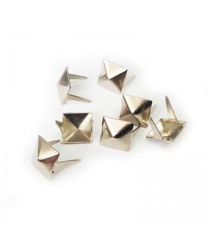 Заклепка квадратная серебристая 10 мм пирамида