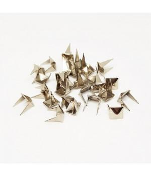 Заклепка квадратная серебристая 6 мм пирамида